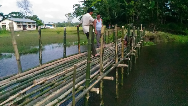 Pic-2_Bamboo-sticks-were-donated-by-the-villagers-and-students
